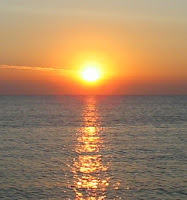 https://commons.wikimedia.org/wiki/Sunrise#/media/File:Sunrise_over_the_sea.jpg