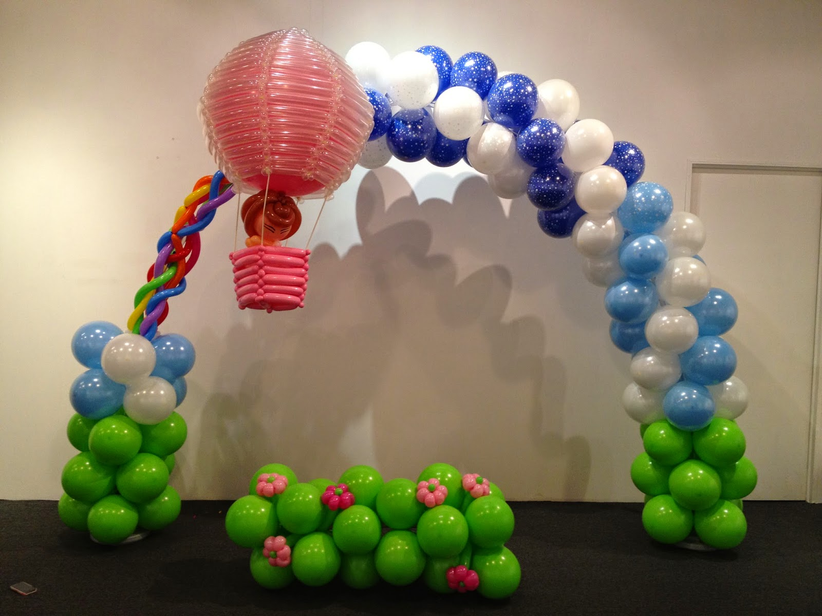 Balloons booth different types of balloon decorations for Balloon column decoration
