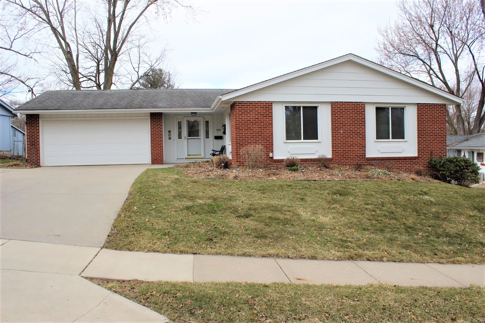 729 Alpine Dr. Iowa City, IA 52245 $268,000 PENDING