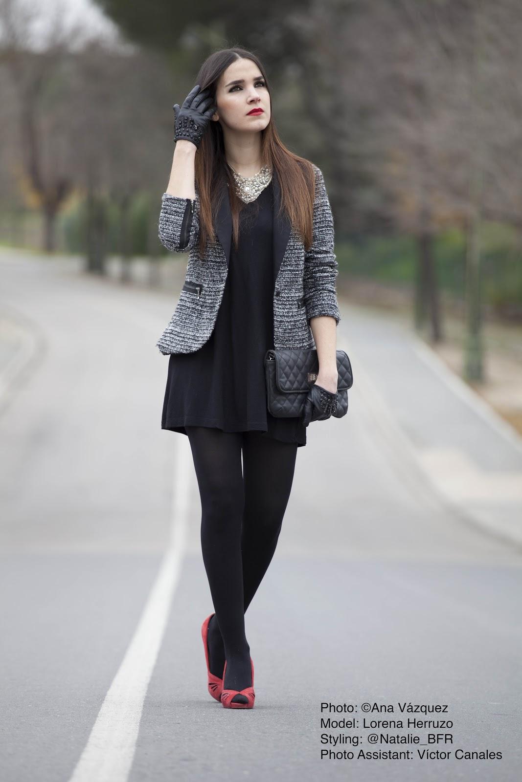 Glamour Goddess u00bfCu00f3mo combinar un vestido negro?
