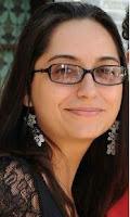 """Lívia Neiva é educadora e mestranda em """"Educação, Linguagens e Tecnologias"""" pela UEG."""
