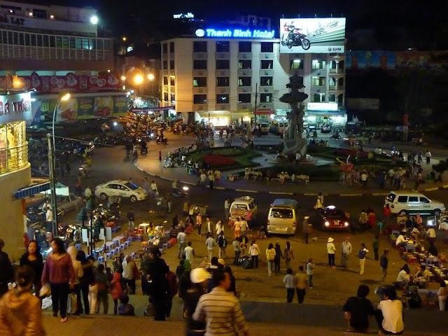 Noche sobre el mercado de Dalat
