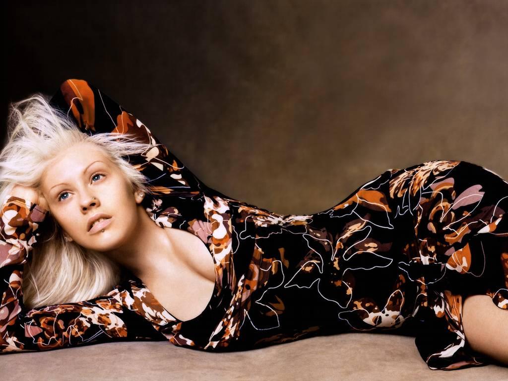 http://3.bp.blogspot.com/-XI0-r7RRJWc/TfV_LxHDiaI/AAAAAAAAHw4/NlM0Jfp3us8/s1600/Christina+Aguilera+Hot+Wallpaper.JPG