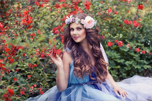 лесная фея в цветущем саду