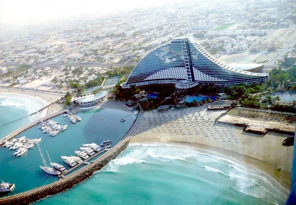Barcelona spain tourist destinations for Top resorts in dubai