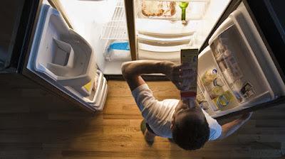 Menyantap makanan berat bisa jadi penyebab insomnia