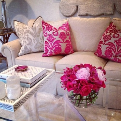 Modern Furniture: 2013 Stylish And Feminine Living Rooms Decorating ...