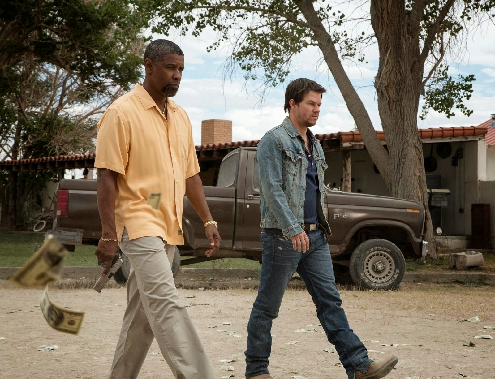 2 Guns Review Catriona Maika Top Handle Bag Khaki Bobby Denzel Washington And Stig Mark Wahlberg Are Criminals For Hire Except That Theyre Not Really Is An Undercover Navy Officer