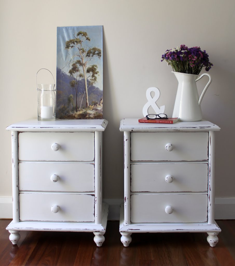 Lilyfield life shabby chic white bedside tables - Vintage woonkamer meubels ...