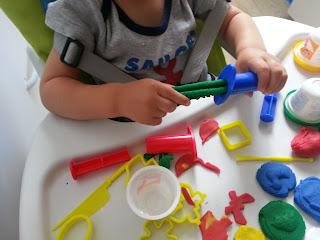 Zabawy małych paluszków – modelina