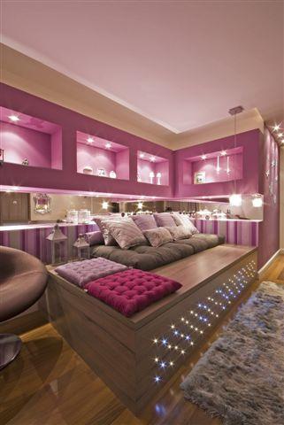 Dormitorio color uva con rayas rosas y blancas for Recamaras rosas