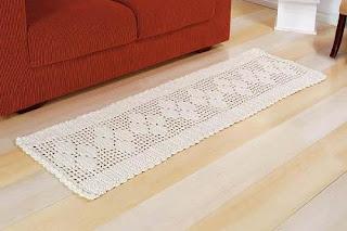 Trilho de crochê servindo de tapete