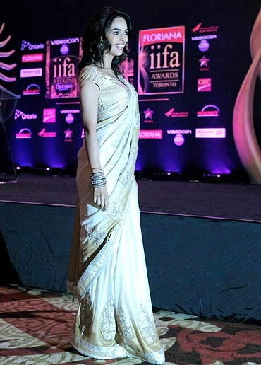 , Hot Bollywood Actresses On Iifa Green Carpert 2011