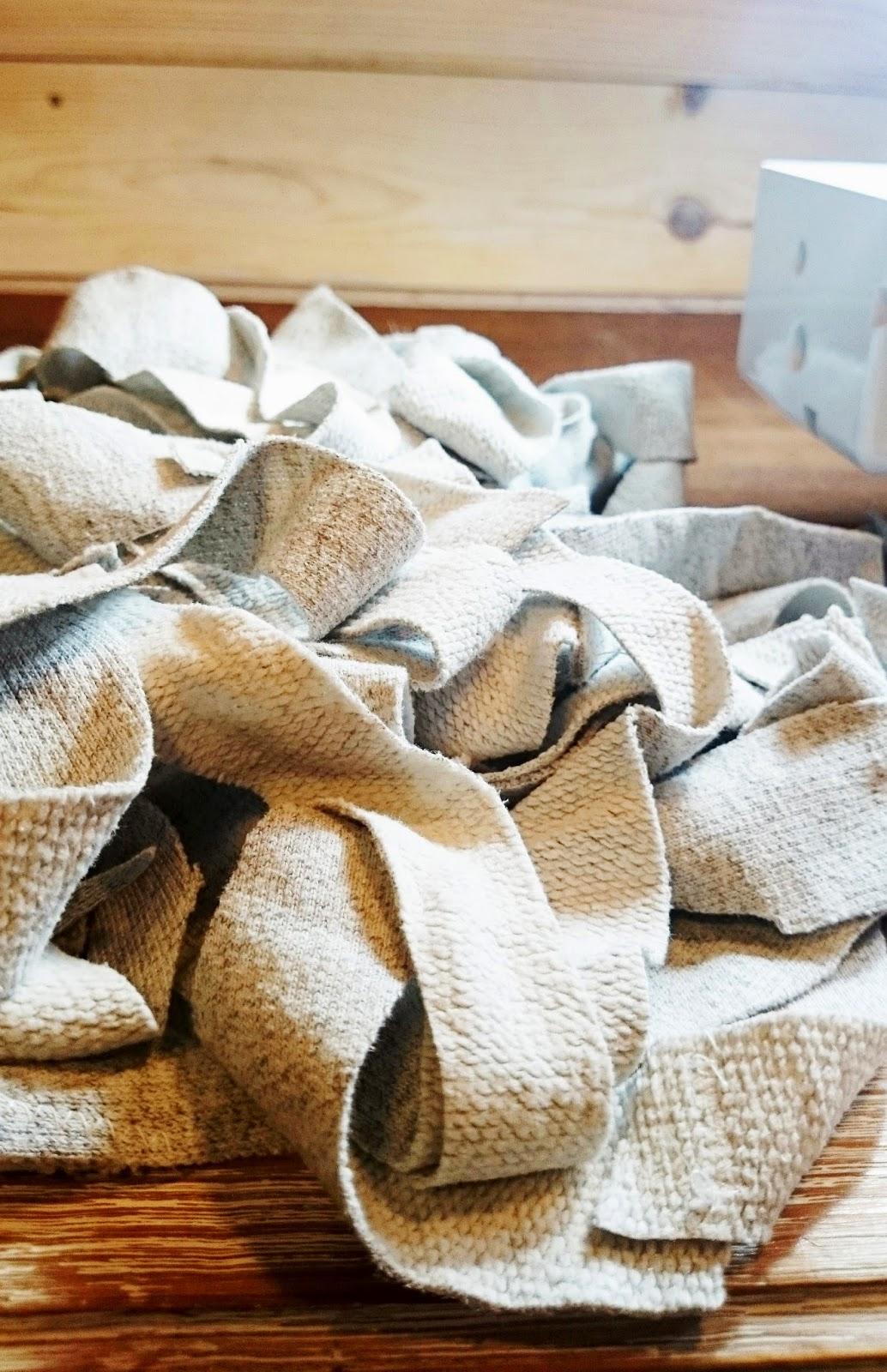 skrawki materiału co z nimi zrobić, projekt DIY z bluzy dresowej czyli zrób sobie dywan