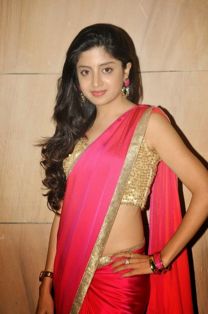 P, Poonam kaur, Poonam kaur Hot photos, HD Actress Gallery, latest Actress HD Photo Gallery, Latest actress Stills, Saree pics, Indian Actress, Poonam Kaur New Photo Stills in Saree