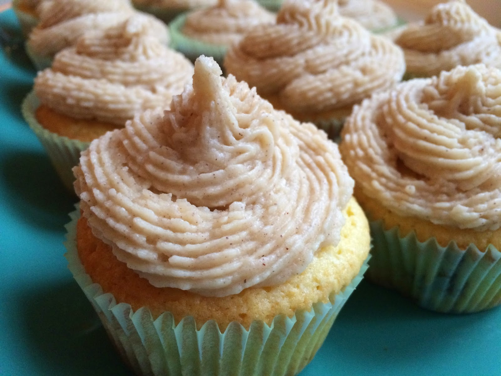 Snickerdoodle Cupcakes with Streusel and Cinnamon Frosting