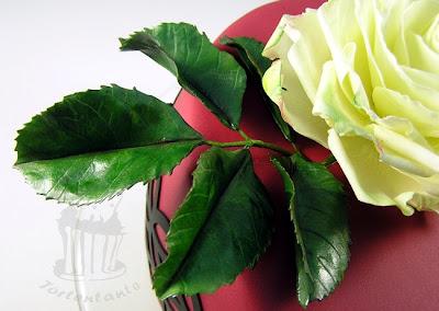 Geburtstagstorte mit Zuckerrose gumpaste rose blütenpaste fondant windbeuteltorte