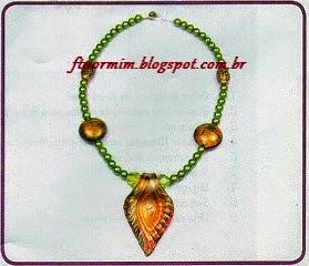 colar de bijuteria