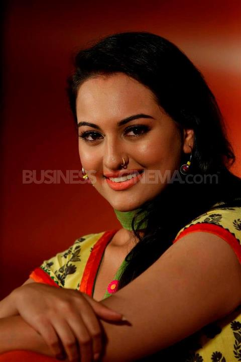 Sonakshi sinha in yellow orange suit for rowdy rathore - Sonakshi Rowdy Rathore Wallpapers