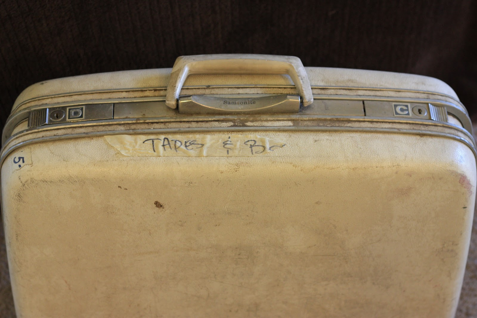That Morris Family 5 Old School Samsonite Luggage Makover
