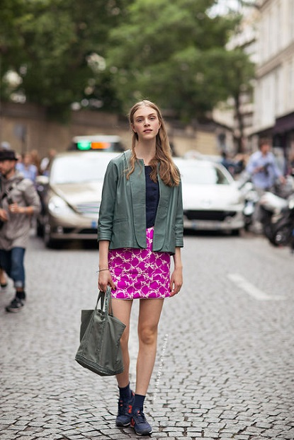skirt and sneakers street style