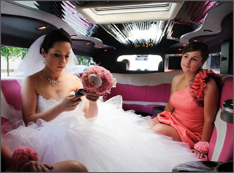 rožinis limuzinas per vestuves
