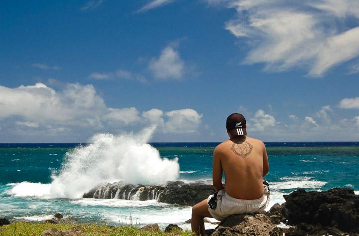 [Imagem: Um-Homem-Precisa-Viajar_Rapa-Nui-costa-oeste_4.jpg]