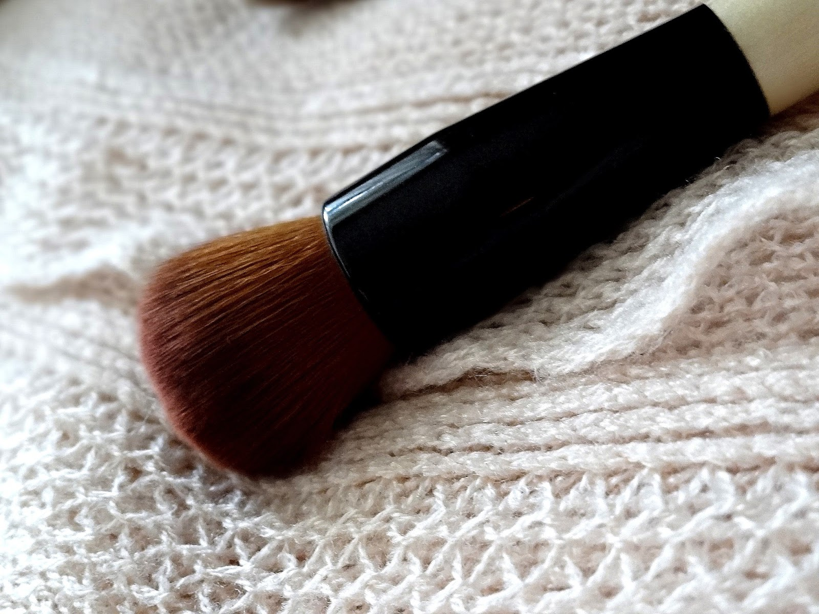 Bobbi Brown Full Coverage Face Brush Review, Photos