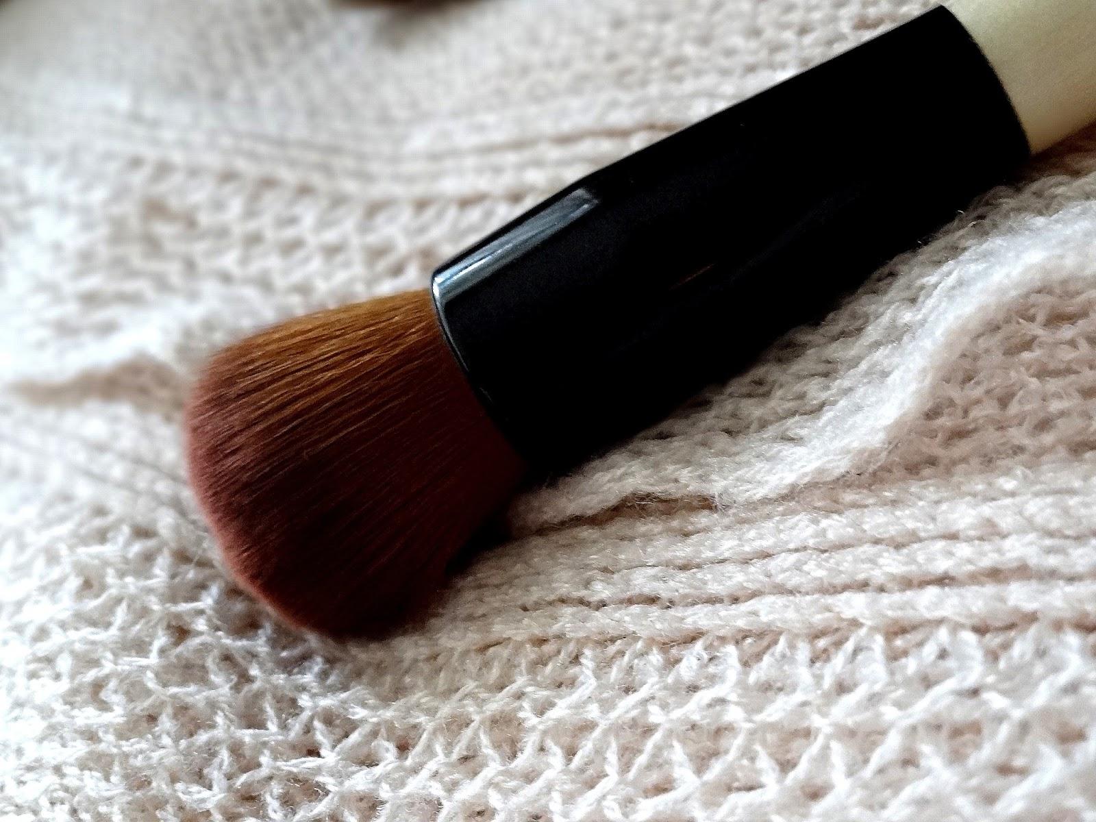 Bobbi Brown Full Coverage Face Brush Review, Photos
