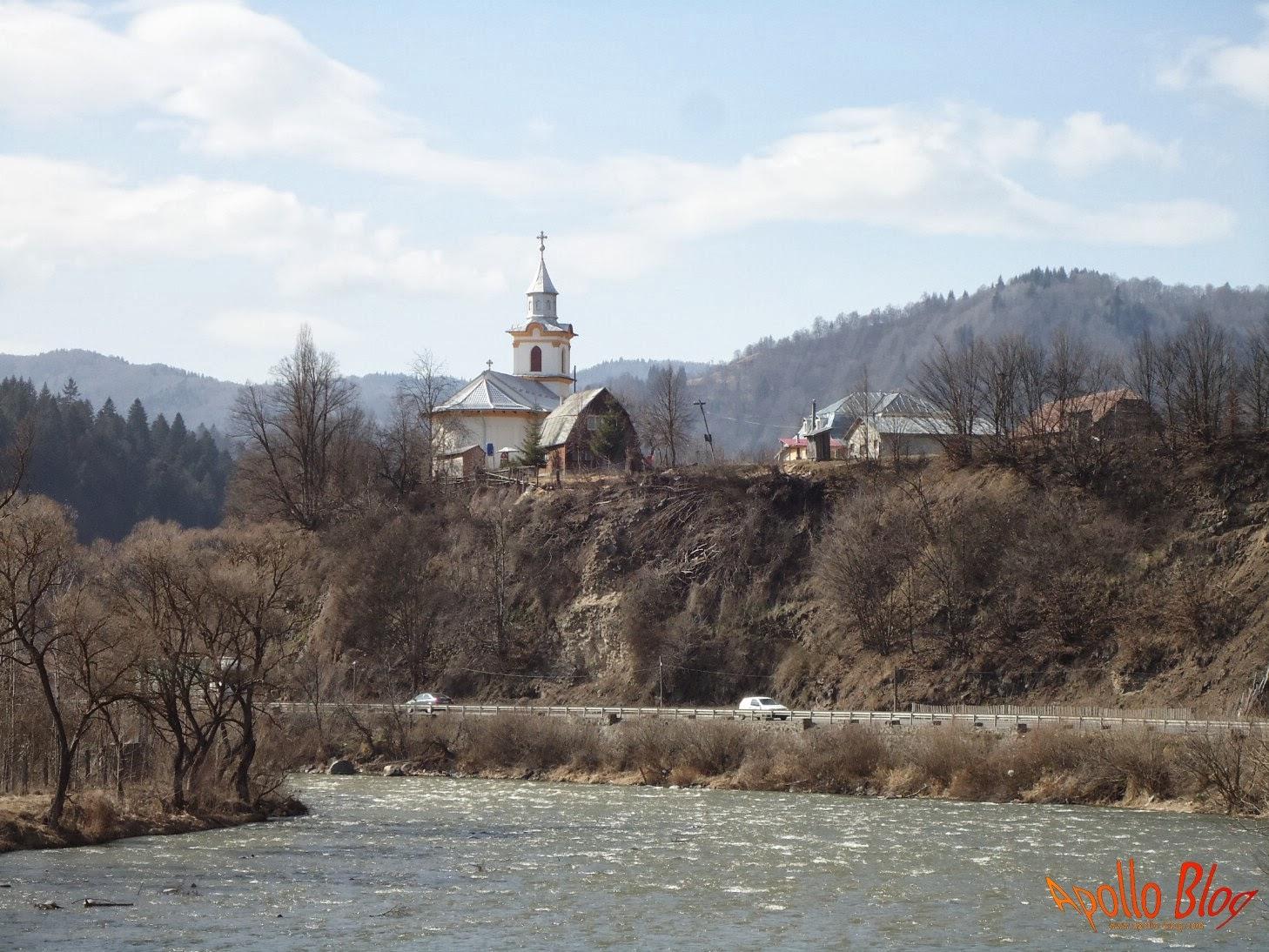 Biserica din Lunca Bradului