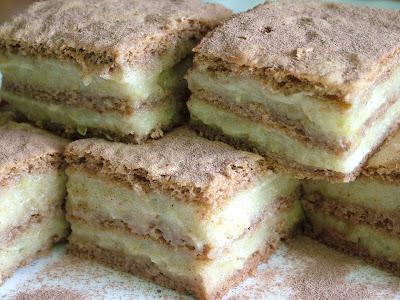 Ciasto korzenne z musem gruszkowym