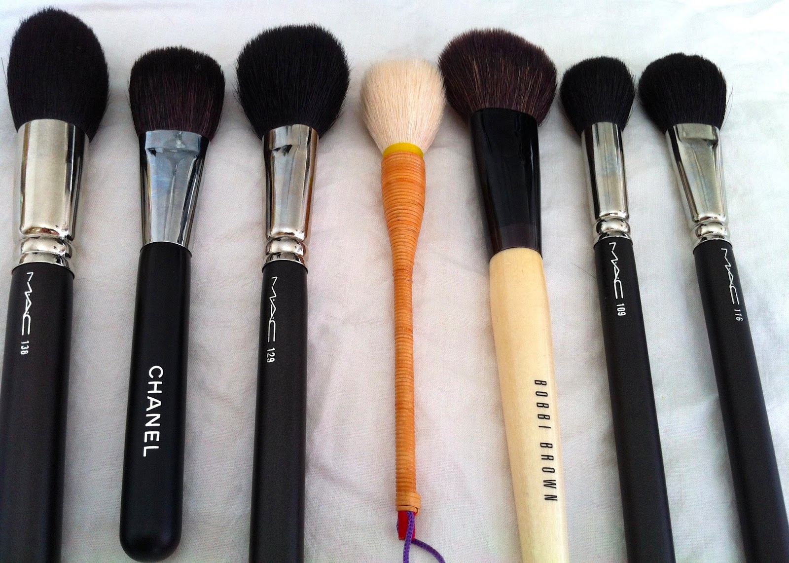 MAC 116 Blush Brush Photos & Review