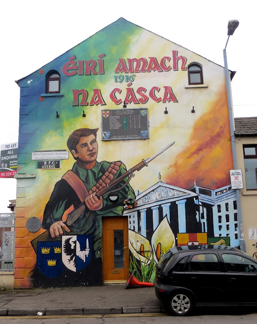 Belfast, murals, political, sectarian, loyalist, republican, protestant, catholic, Northern Ireland, peace walls, IRA, UVF, Shankill, falls road, newtownards road, Stornmont, Sinn fein, paintings, political, Visiting the Belfast murals, black cab tours, the troubles, Bobby sands, Somme,