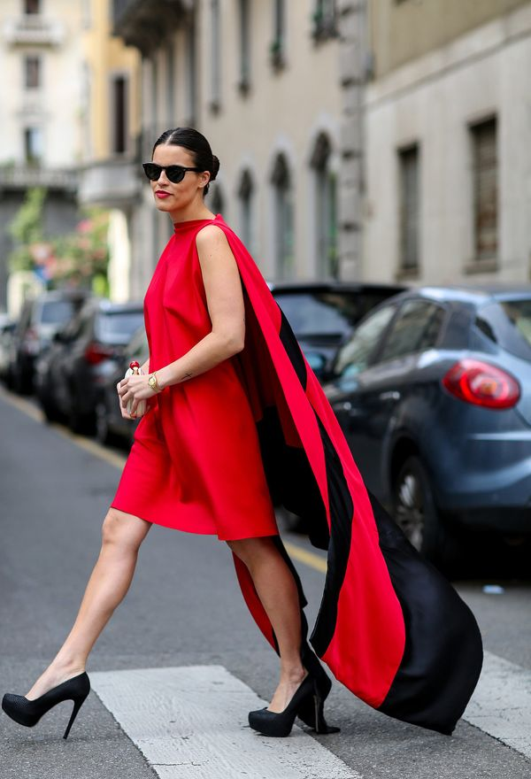 ¿Que zapatos usar con vestidos rojos?
