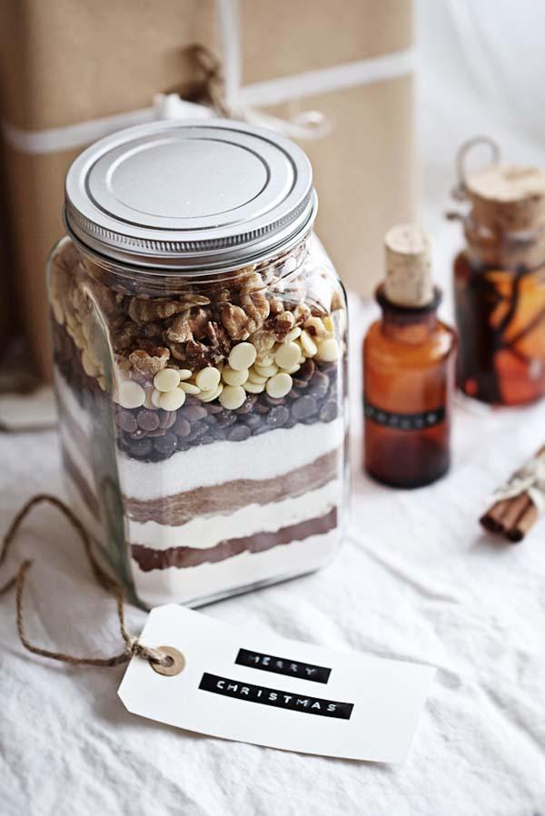 http://call-me-cupcake.blogspot.se/2011/12/edible-gift-idea-brownie-mix.html#.VFfCaskmw7o