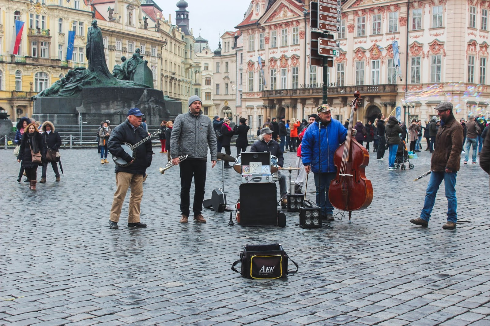 Entertainment in Prague old town square