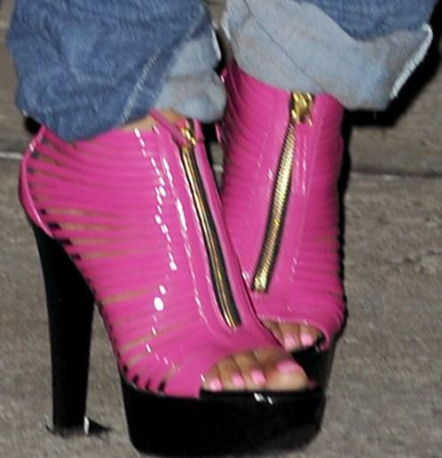 Nicki Minaj Feet http://advertisingphotosnet.blogspot.com/2011/05/nicki-minaj.html
