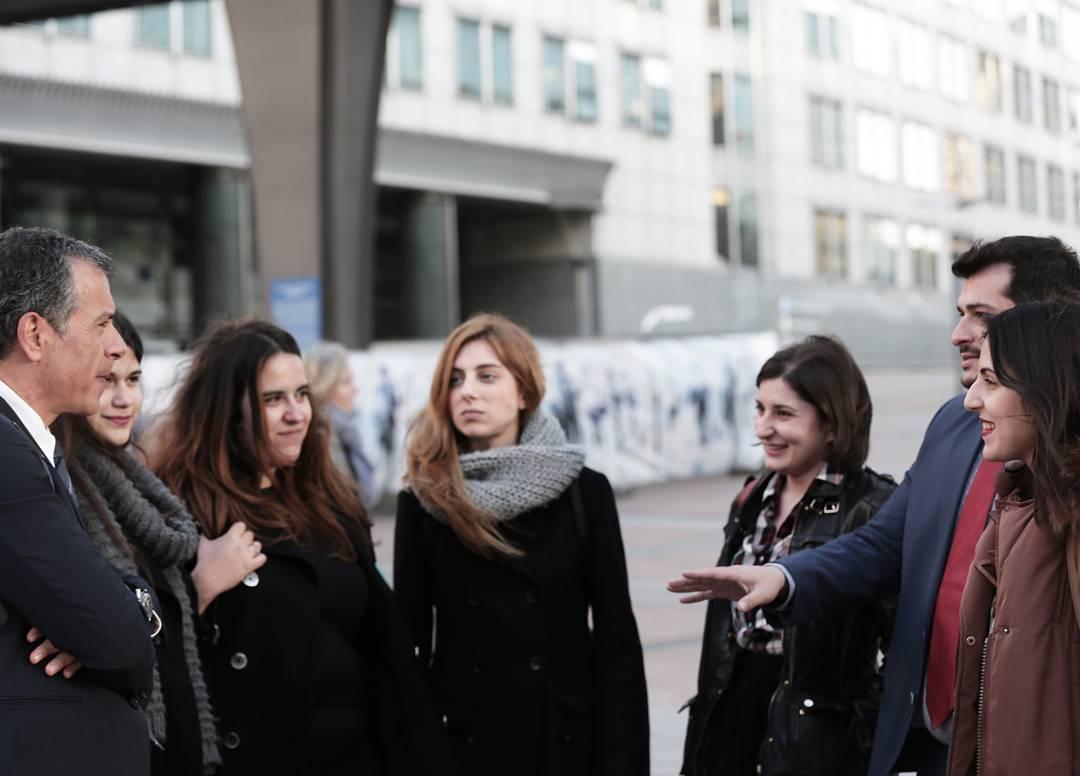 Με το Σταύρο, τη Δανάη, τη Νίκη, τη Βάσια, την Όλγα και τη Μαρία (Νέοι Ποταμιού) στις Βρυξέλλες