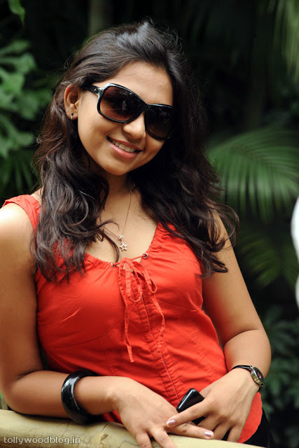 Sri Ramya Photos Latest Actress Debuted with Virodhi wallpapers