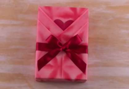 Gambar cara membuat bungkus kado cantik spesial untuk pacar