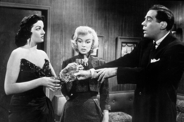 http://3.bp.blogspot.com/-XM-kEkLQjT0/T1qyg24_AnI/AAAAAAAACIM/0MoIMWAl7r8/s1600/Gentlemen-Prefer-Blondes-1953-classic-movies-4826628-1500-993.jpg