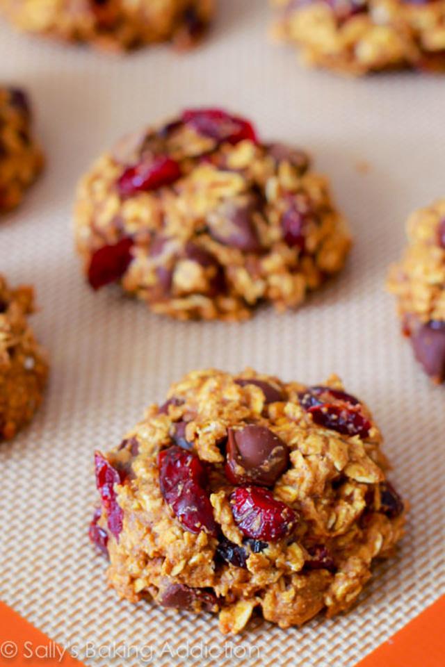 Healthy Pumpkin Chocolate Chip Oatmeal Cookies  #pumpkin #oats #oatmeal #Fall #Autumn
