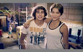 Em um surto de estrelismo, Rafael Vitti e Isabella Santoni ignoraram fãs que estavam na porta dos estúdios da TV Globo especialmente para vê-los.