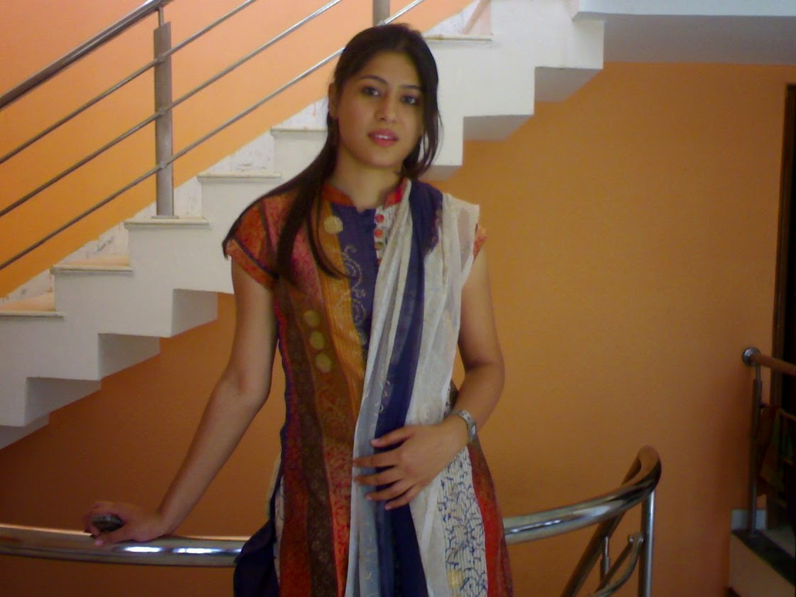 Cute Indian Housewife Bold Lovely Styles Photos