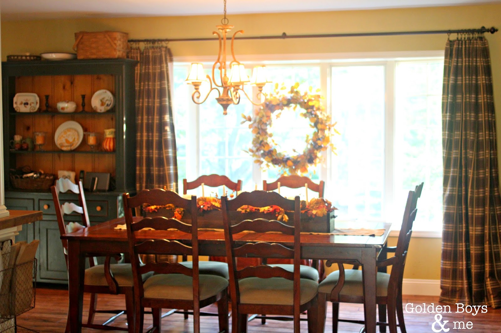 Family room decorated for fall-www.goldenboysandme.com