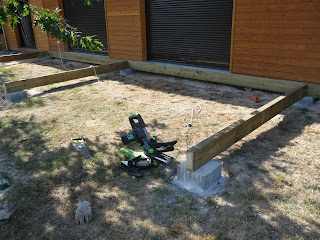 construction d 39 une terrasse en bois assemblage du solivage. Black Bedroom Furniture Sets. Home Design Ideas