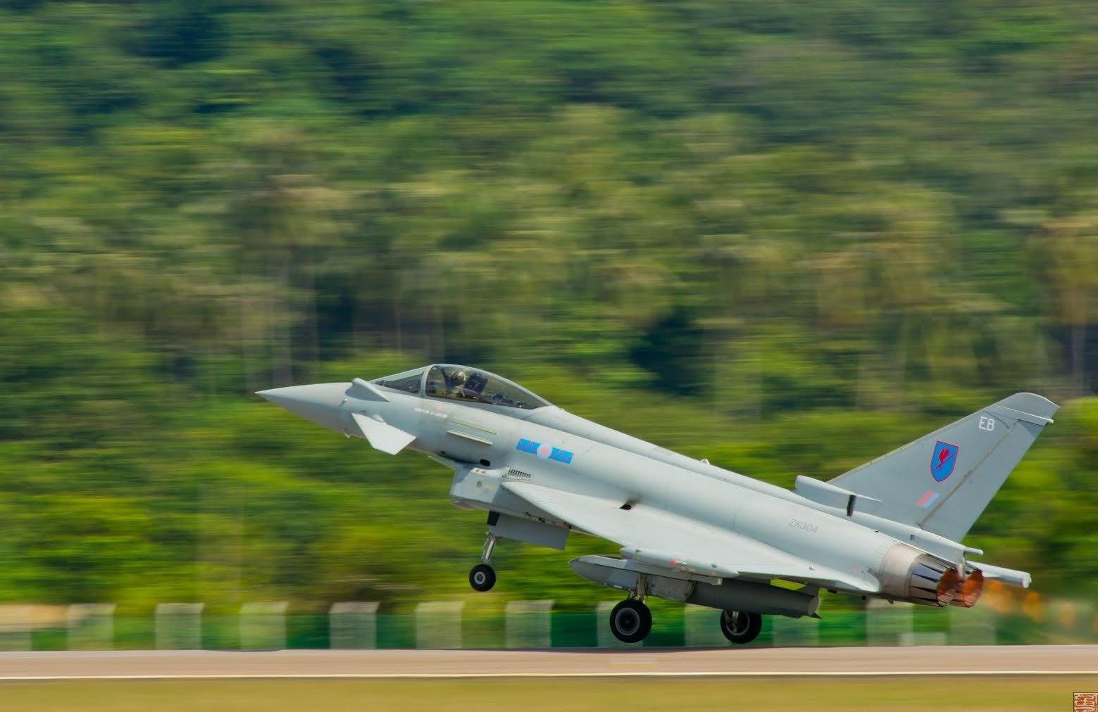 http://3.bp.blogspot.com/-XM_kT6sgfr4/T4DNsrleaNI/AAAAAAAAH2E/MOGlfes7Y_I/s1600/eurofighter_typhoon_royal_air_force.jpg