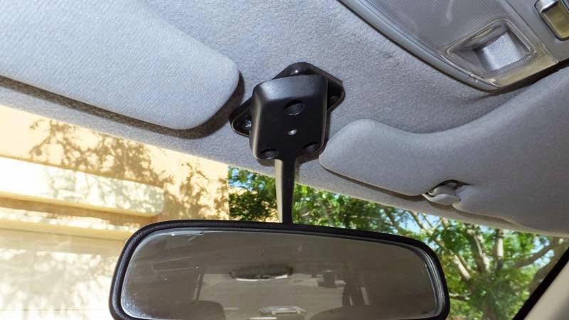 Swiveling rear view mirror