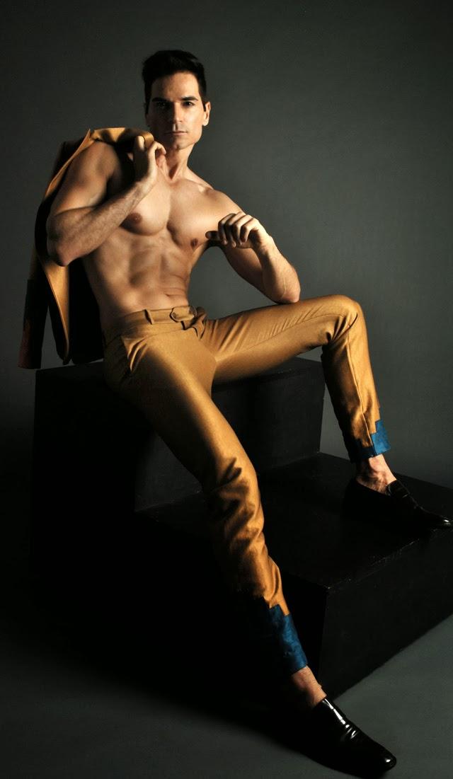 O modelo Colin Gomes Jr. veste peça da nova coleção da Ranner Vidal Menswear. Foto: Ranner Vidal/Divulgação