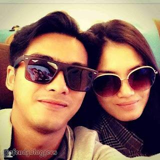 Foto Ricky Harun Bersama Sang Istri Pakai Kacamata